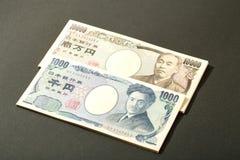 Billete de banco japonés 10000 yenes y 1000 yenes Imagenes de archivo