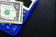 Billete de banco y calculadora Imagen de archivo libre de regalías