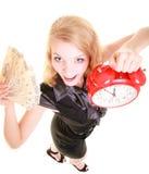 Billete de banco y despertador del dinero del pulimento de la tenencia de la mujer Foto de archivo