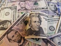 billete de banco y fondo de 20 dólares con los billetes de banco del dólar Fotos de archivo