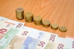 Billete de banco y monedas euro Foto de archivo libre de regalías