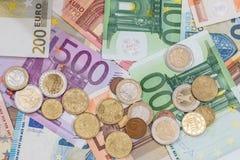 Billete de banco y monedas euro como dinero Fotografía de archivo