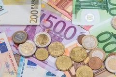 Billete de banco y monedas euro como dinero Fotografía de archivo libre de regalías