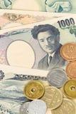 Billete de banco y monedas japoneses de los yenes del dinero Foto de archivo libre de regalías