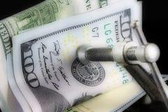 Billete de dólar americano de la moneda ciento - concepto de la crisis financiera Imágenes de archivo libres de regalías