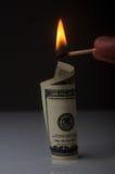 Billete de dólar de la quemadura Foto de archivo