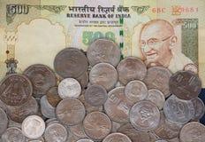 Billete y monedas de 500 Rs imágenes de archivo libres de regalías
