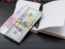 Billetes, cuaderno, manija foto de archivo libre de regalías
