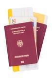 Billetes de avión y pasaporte del viaje Foto de archivo libre de regalías