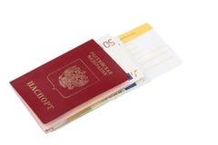 Billetes de avión y pasaporte del viaje Fotos de archivo libres de regalías