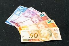 Billetes de banco brasileños de los reais Imagenes de archivo