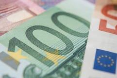 Billetes de banco de cientos dineros de los euros imágenes de archivo libres de regalías