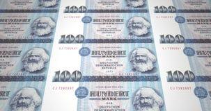 Billetes de banco de cientos marcas alemanas de la vieja república alemana, dinero del efectivo almacen de metraje de vídeo