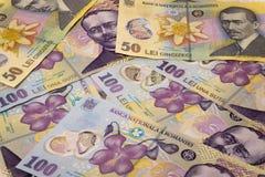 Billetes de banco de cientos y cincuenta leus de la moneda/conceptos rumanos de ron de los leus fotografía de archivo