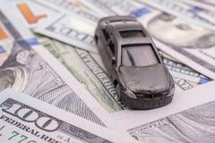 Billetes de banco colocados del dólar de EE. UU. del coche modelo Fotos de archivo