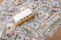 Billetes de banco colocados furgoneta modelo del dólar de EE. UU. Imagen de archivo libre de regalías