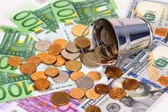 Billetes de banco, dólares y cubo euro con el dinero ruso Fotos de archivo