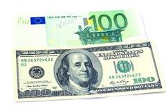 Billetes de banco de 100 dólares y euros 100 Fotografía de archivo