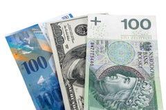 Billetes de banco de 100 dólares, del zloty polaco y del franco suizo Fotos de archivo libres de regalías