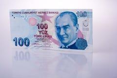 Billetes de banco de la lira de Turksh de 100 en el fondo blanco Imagen de archivo libre de regalías