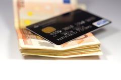 Billetes de banco de la tarjeta de crédito y euro Imagen de archivo libre de regalías