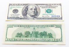 Billetes de banco de los dólares de un hundert en el fondo blanco Fotos de archivo libres de regalías