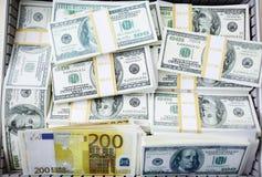 Billetes de banco de los dólares y del euro Foto de archivo libre de regalías