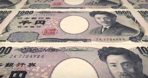 Billetes de banco de mil balanceos japoneses de los yenes en la pantalla, dinero del efectivo, lazo almacen de video