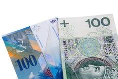 Billetes de banco de 100 PLN y del franco suizo Foto de archivo