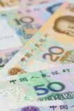 Billetes de banco de Yuan del dólar y del chino de Hong-Kong, para el concepto del dinero Imagen de archivo libre de regalías