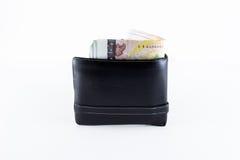 Billetes de banco del baht tailandés 1000 en cartera de cuero negra Imágenes de archivo libres de regalías