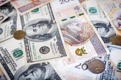 Billetes de banco del dólar americano y del zloty polaco, dinero imagenes de archivo
