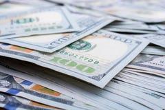 Billetes de banco del dólar de EE. UU. separados alrededor Imágenes de archivo libres de regalías