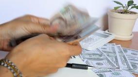 Billetes de banco del dólar de EE almacen de metraje de vídeo