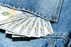 Billetes de banco del dólar en bolsillo de la parte posterior de los vaqueros Fotos de archivo libres de regalías