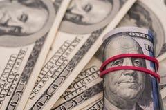 Billetes de banco del dólar en el Libro Blanco Foto de archivo