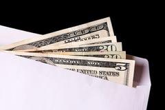 Billetes de banco del dólar en sobre Imágenes de archivo libres de regalías