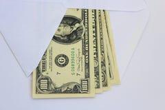 Billetes de banco del dólar en sobre Fotos de archivo