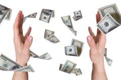 Billetes de banco del dólar que caen en las manos masculinas jovenes Imagen de archivo