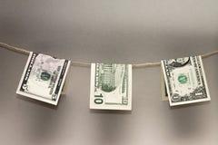 Billetes de banco del dólar que se secan en cuerda Concepto de la foto Fotografía de archivo libre de regalías