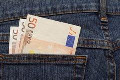 Billetes de banco del euro 50 en bolsillo de los vaqueros Fotos de archivo libres de regalías