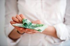 Billetes de banco euro con el corazón a partir de ciento cuentas Fotografía de archivo libre de regalías