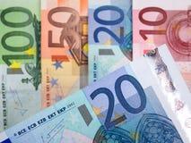 Billetes de banco euro con 20 euros en foco Foto de archivo