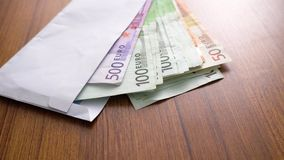 Billetes de banco euro del dinero Billetes de banco del sobre como parte del sistema del pago del país unido Moneda euro del dine almacen de metraje de vídeo