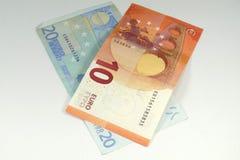 Billetes de banco euro en el fondo blanco Imagen de archivo