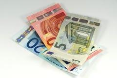 Billetes de banco euro en el fondo blanco Fotografía de archivo
