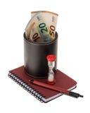 Billetes de banco euro en un materi de cuero del tenedor, del reloj de arena y de la escritura Foto de archivo libre de regalías