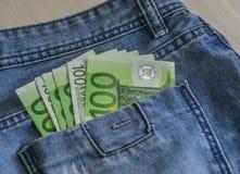 Billetes de banco euro EUR en el bolsillo fotografía de archivo