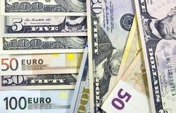 Billetes de banco euro y billetes de banco del dólar Foto de archivo libre de regalías