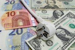 Billetes de banco euro y dólares americanos como fondo para un enchufe Fotografía de archivo